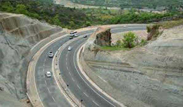 Srinagar-Jammu NH reopens; stranded vehicles being cleared