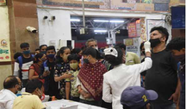 COVID-19: India records 1,61,736 fresh cases, 879 deaths