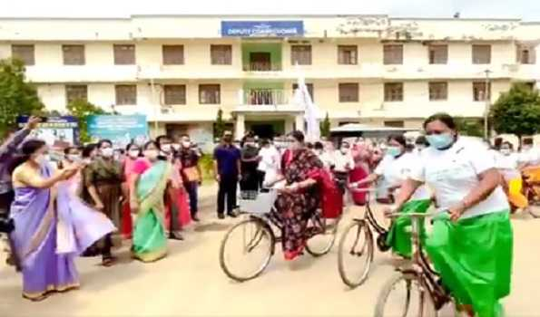 Smriti Irani partakes in Poshan cycle rally, calls for proper care of infants