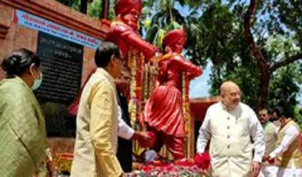 Shah pays tributes to martyrs
