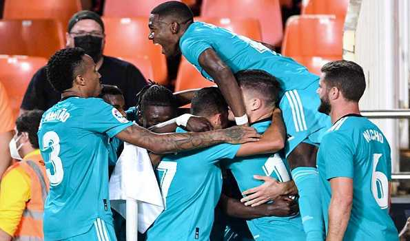 Real Madrid win in Valencia to go top as rivals all slip up